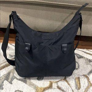 💕 Baggallini nylon black large crossbody bag 💕